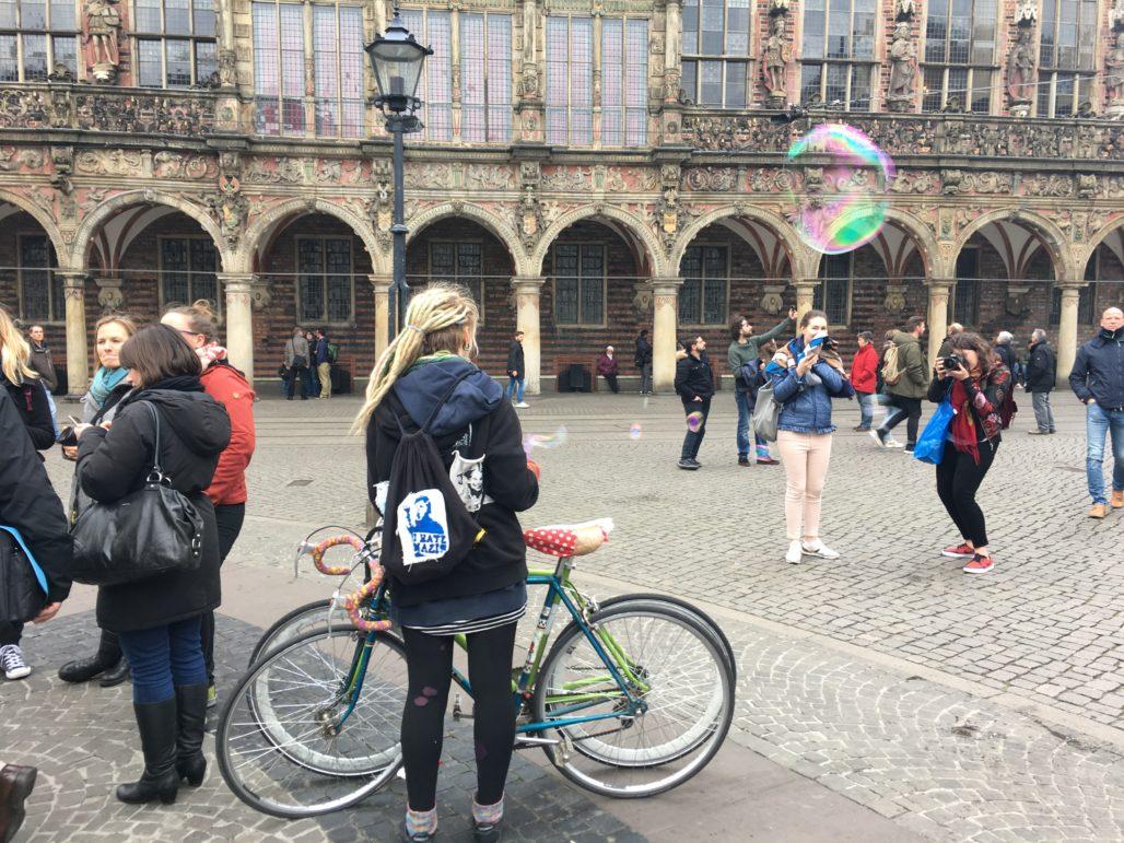 Bremen Rathaus Seifenblasen Flashmob