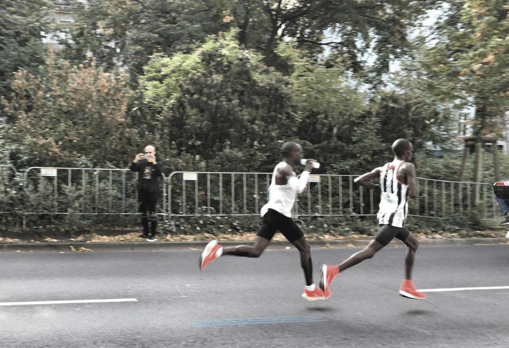 Kipchoge und Pacer beim Berlin Marathon 2018