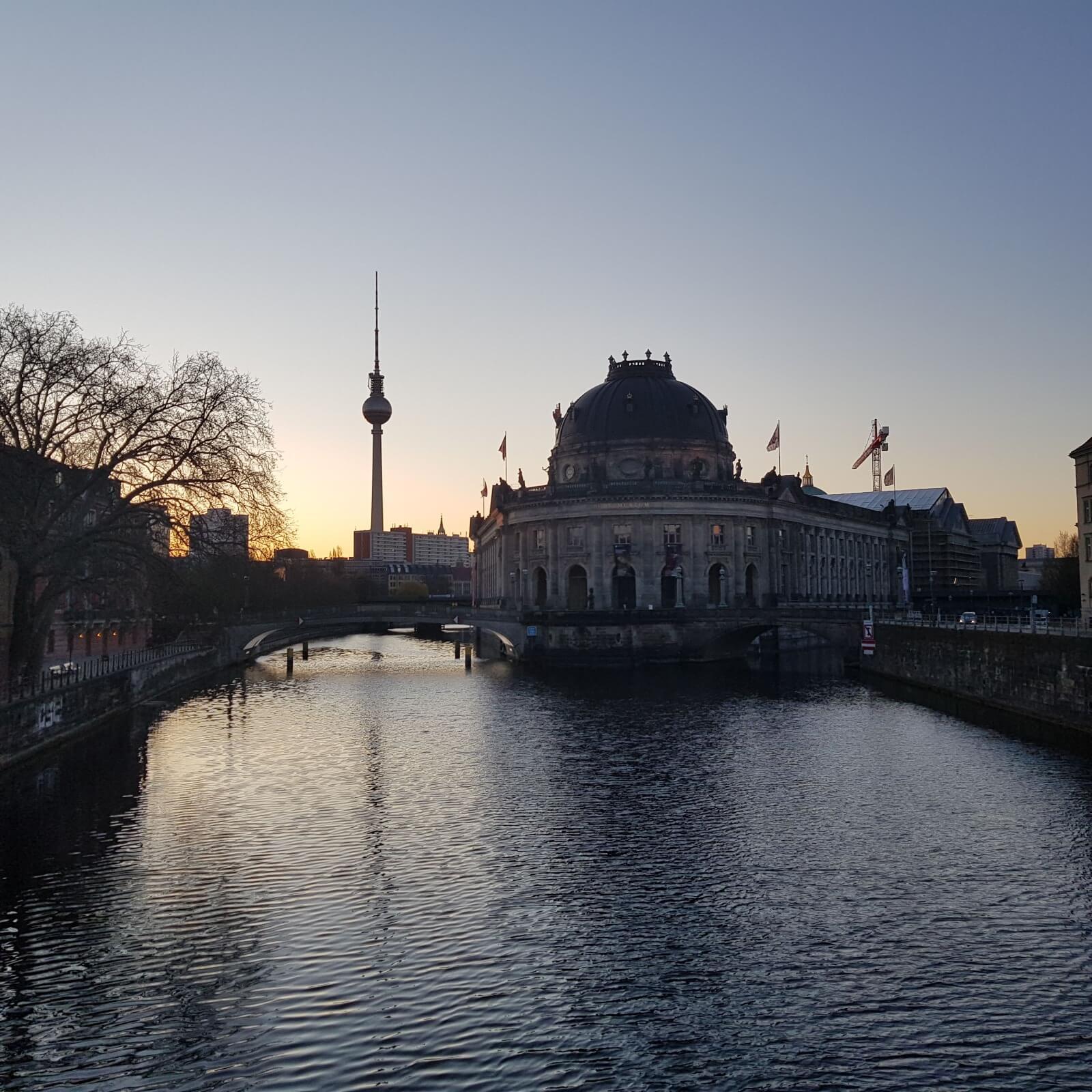 Sonnenaufgang Museumsinsel Berlin