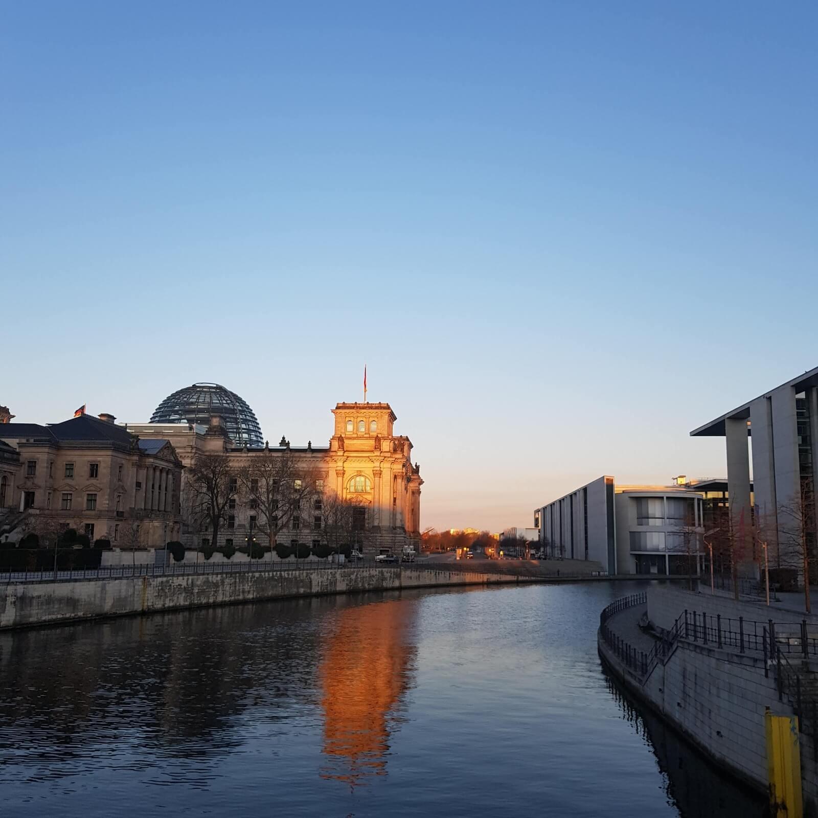 Sonnenaufgang Reichstag Berlin