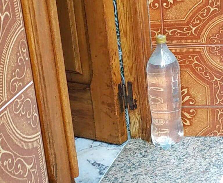 andalusien wasserflasche hauseingang