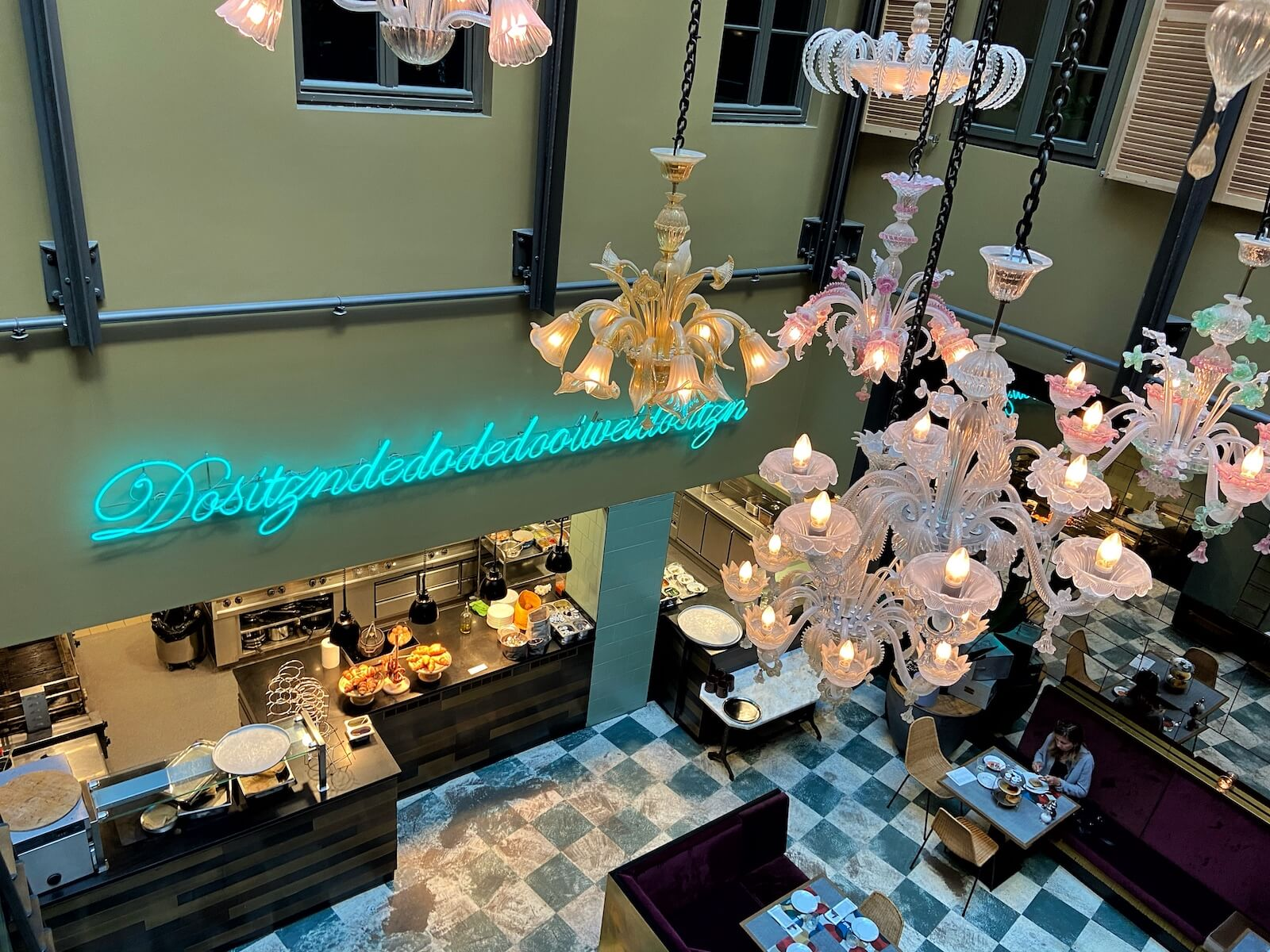 Die Frühstücks-Lounge des 25hour Hotels München