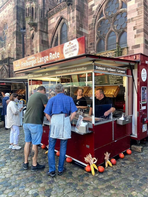 lange rote auf dem freiburger Münstermarkt
