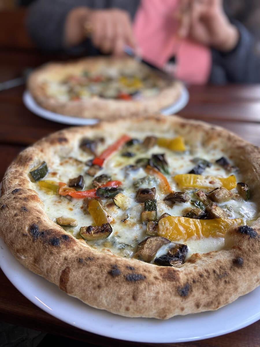 beste pizza friedrichshain gambino highballs