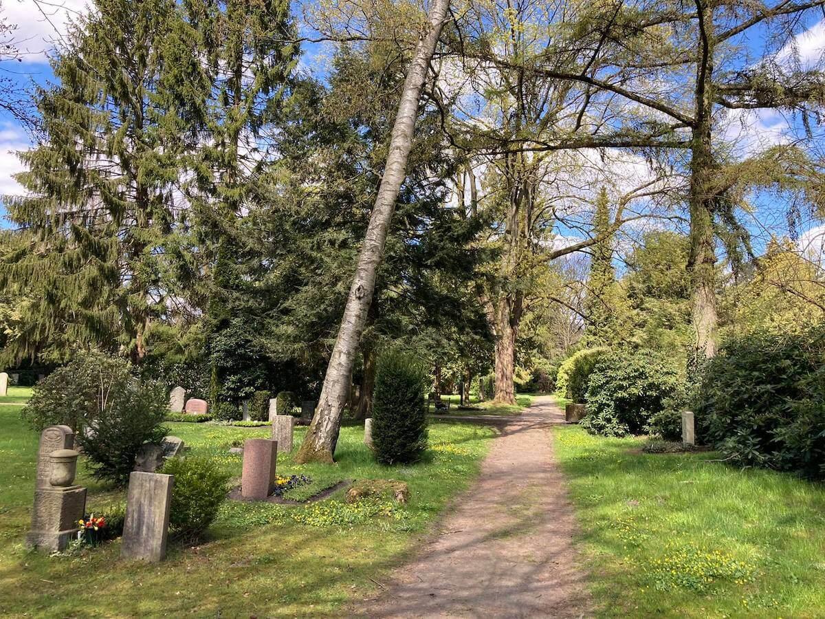 Alte Gräber auf dem Ohlsdorfer Friedhof
